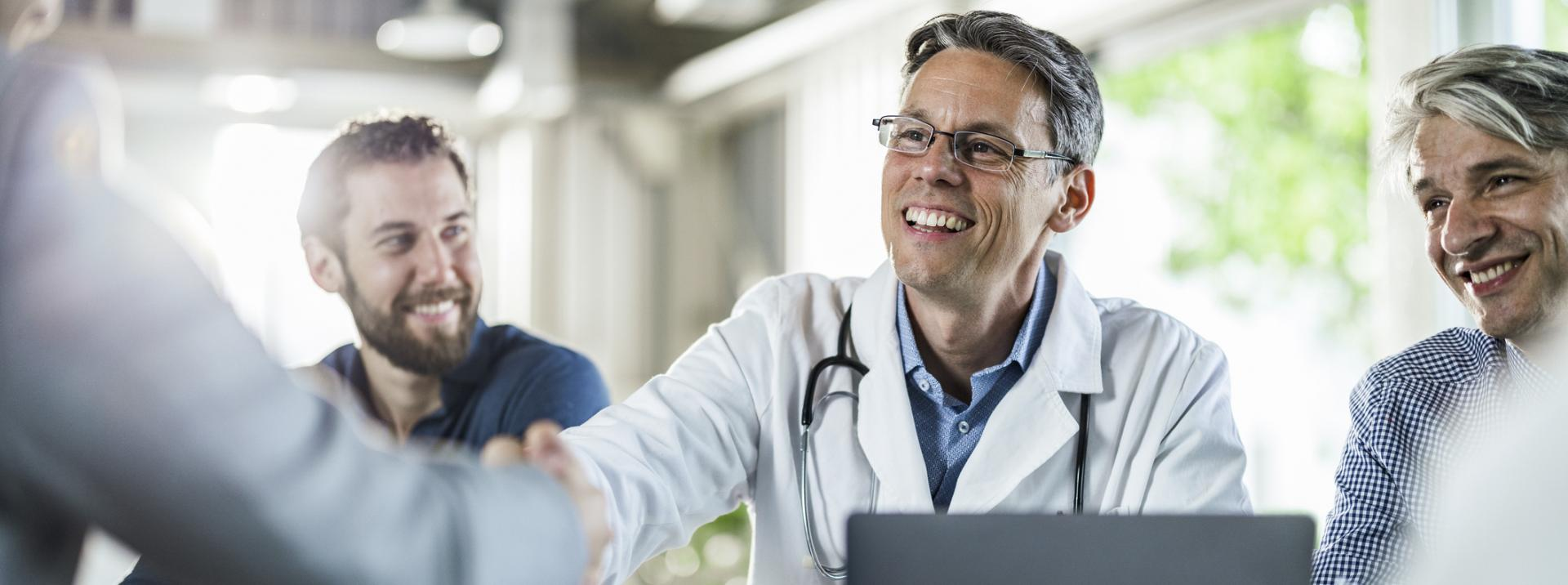 Ärzte beim Austausch